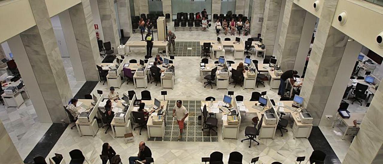 Funcionarios del Ayuntamiento de València.   LEVANTE-EMV