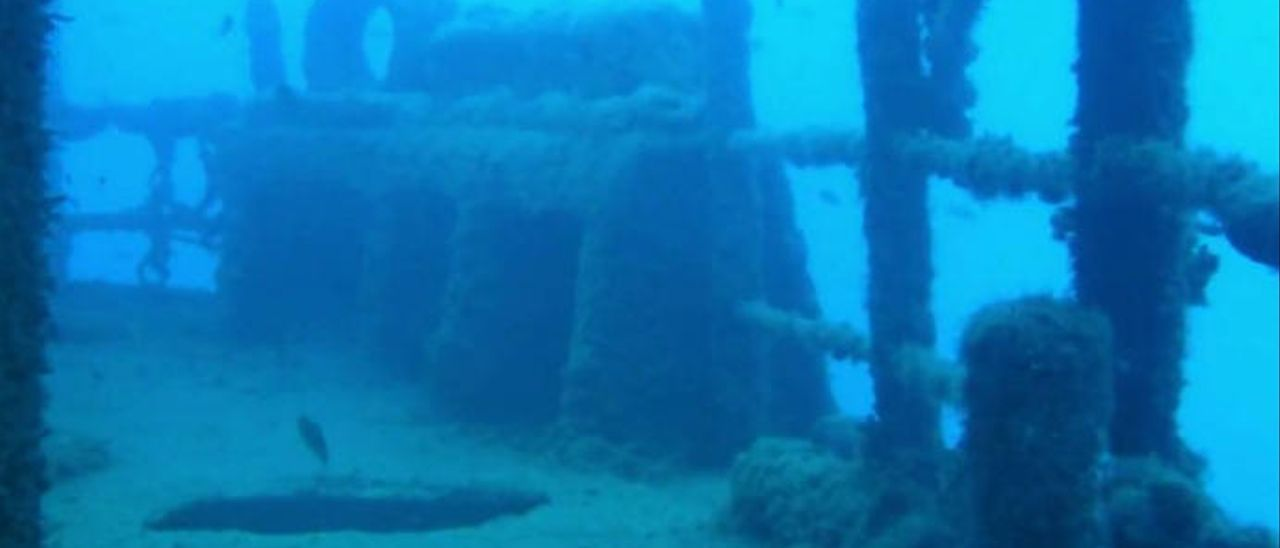 El Puerto extrae parte del mayor pecio de Canarias de los fondos de La Esfinge