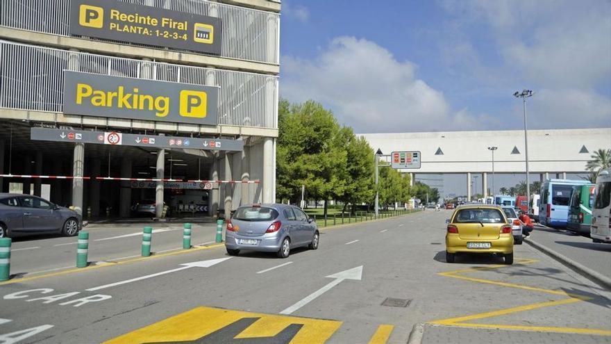 Una passatgera camina 10 quilòmetres buscant el seu cotxe dins el pàrquing de l'aeroport