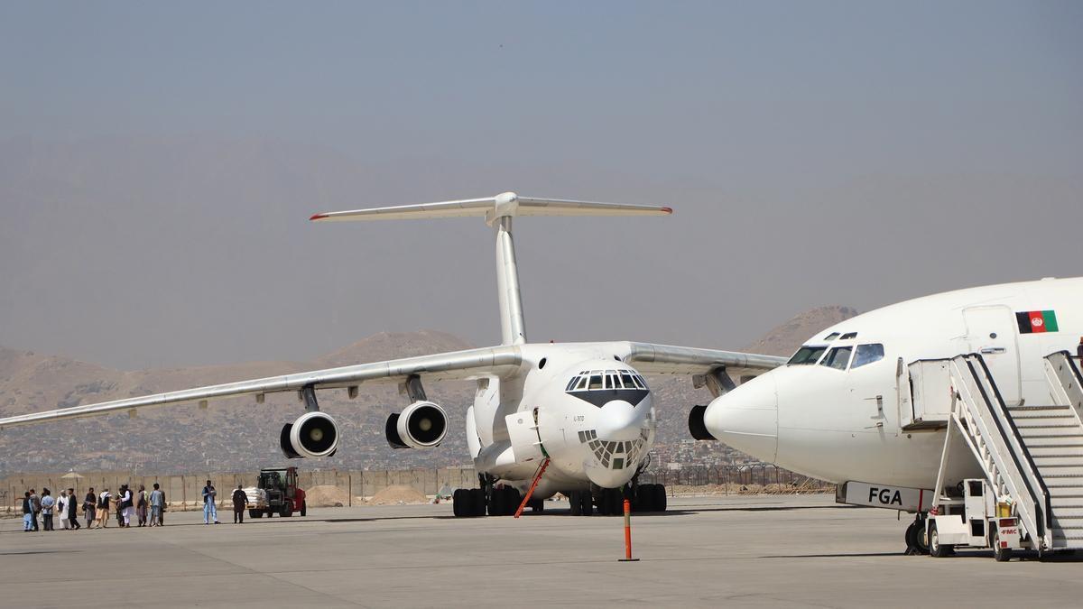 Aterrizaje en Doha del primer vuelo con civiles procedente de Kabul.