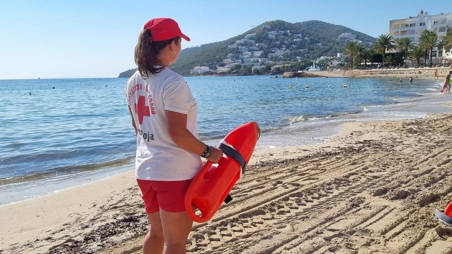 Más de 1.570 personas han sido atendidas a lo largo del verano por Cruz Roja en Ibiza