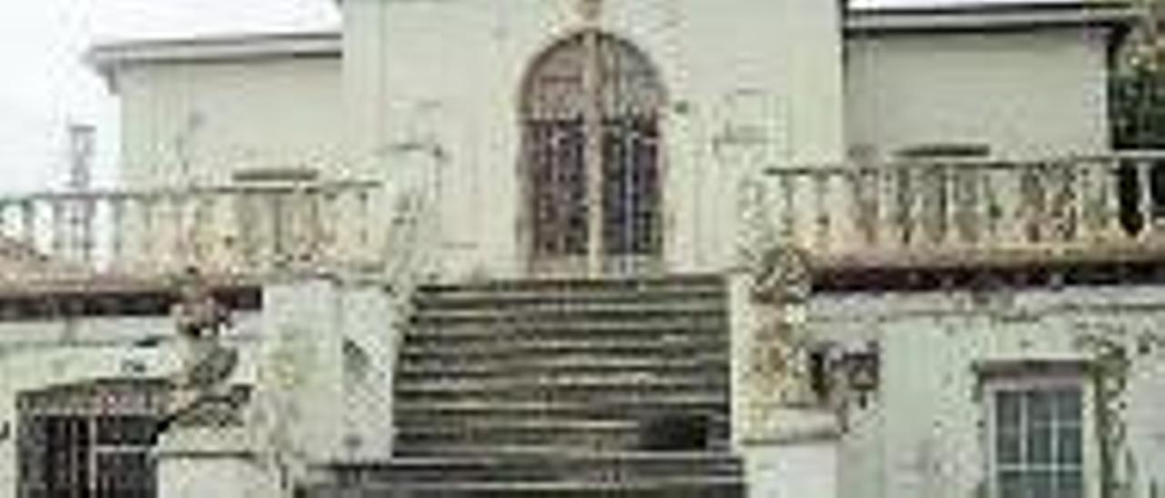 La misma mansión pero en una imagen actual |