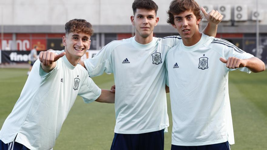 Noel, Trilli y Dani Barcia, con la selección española sub 19