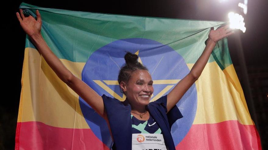 La etíope Letensebet Gidey bate el récord del mundo de 5.000 metros en Valencia