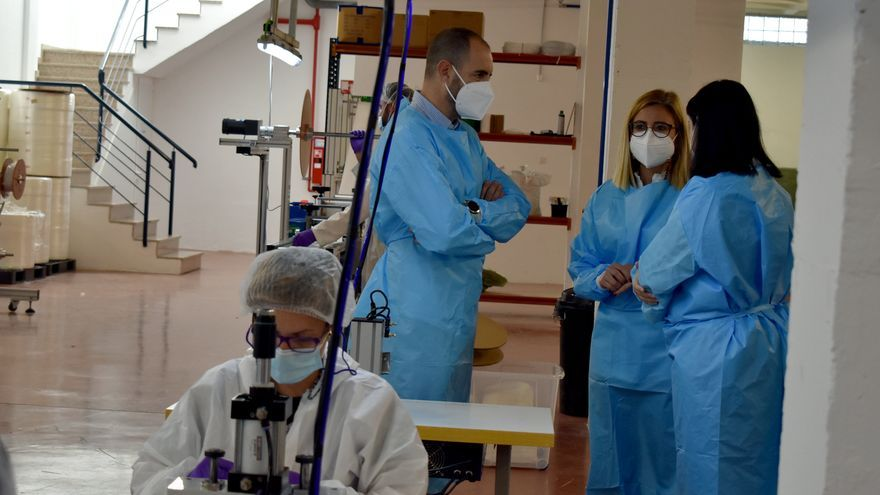 Una empresa marroquinera de Petrer crea una fábrica de mascarillas con 15 trabajadores