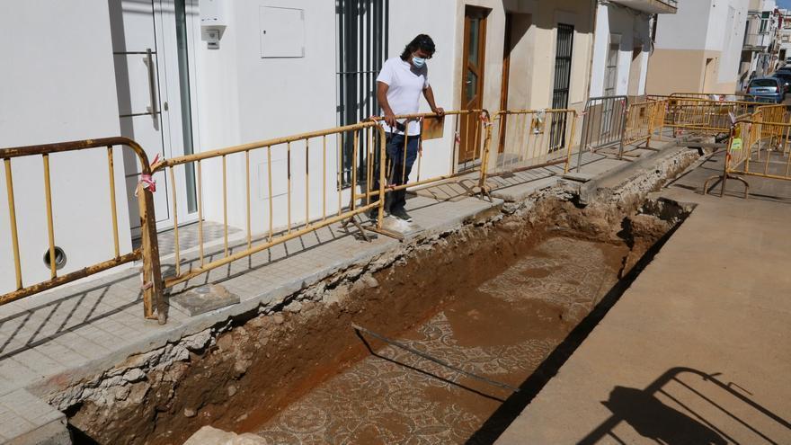 Aparece un mosaico del siglo III en la calle Benito Toresano