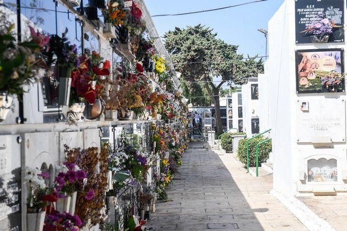 Cementerios de San Juan y San Gregorio antes del Día de Todos los Santos