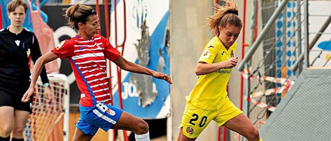 """María Cienfuegos, """"Cienfu"""", a la derecha, durante un partido del Villarreal ante el Granada"""