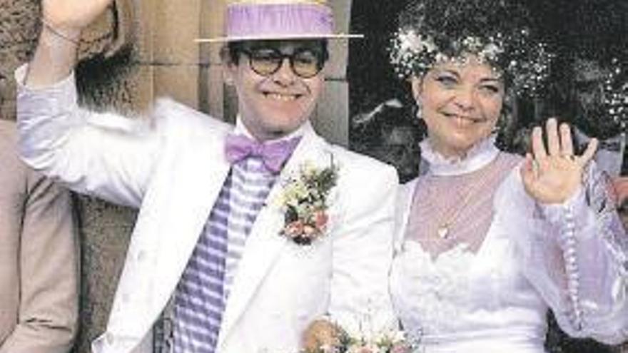 La ex de Elton John intentó suicidarse