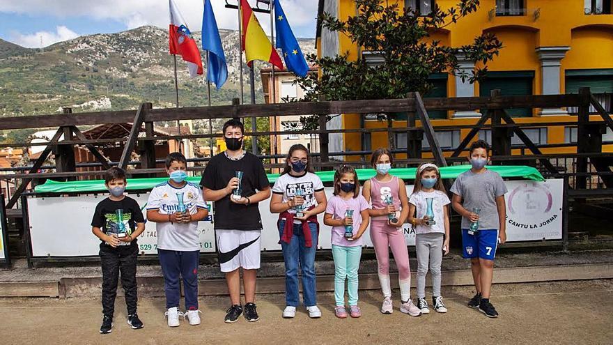 El concurso infantil de San Cipriano hace cantera en Peñamellera Baja
