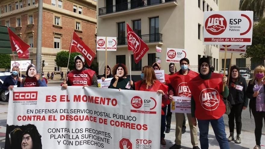 """Protesta contra """"el desmantelamiento"""" de Correos"""