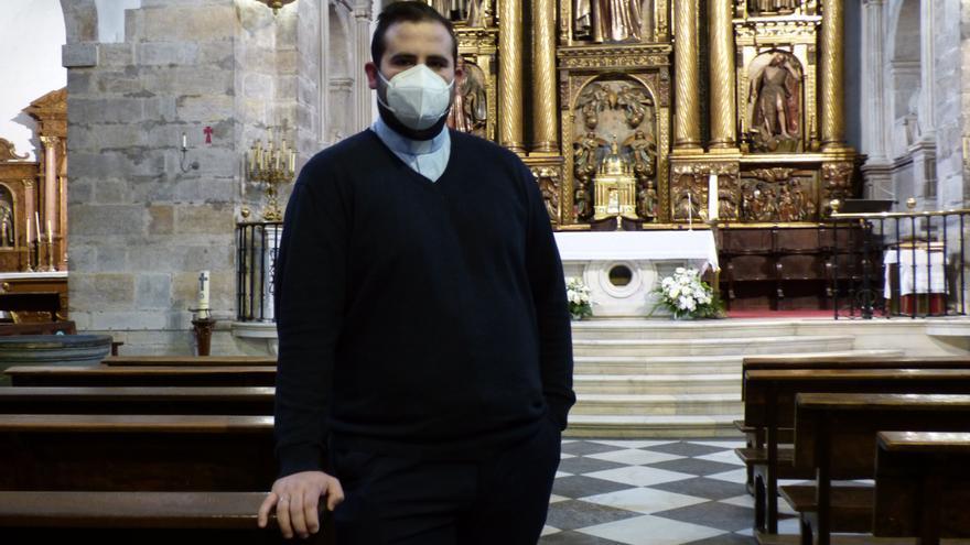 Cangas tiene el cura más joven de Asturias, de 28 años y a cargo de 10 parroquias
