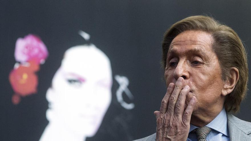 """Valentino: """"La protagonista de 'La traviata' no puede ir vestida con un impermeable"""""""