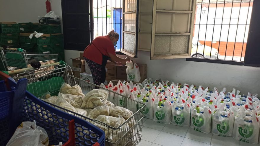3.600 vecinos de Torrevieja reciben ayuda para comer desde mayo