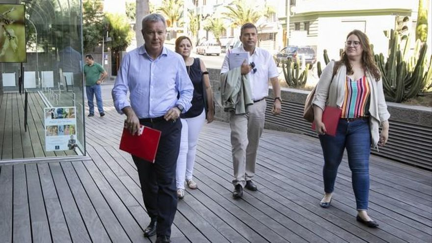 """Ibarra accede a mantener a Morales en el Cabildo y alega que es """"el pacto lógico"""""""