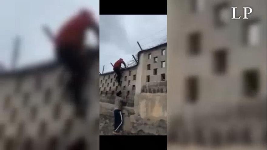 Tensión entre los vecinos de El Salobre por un grupo de menores migrantes