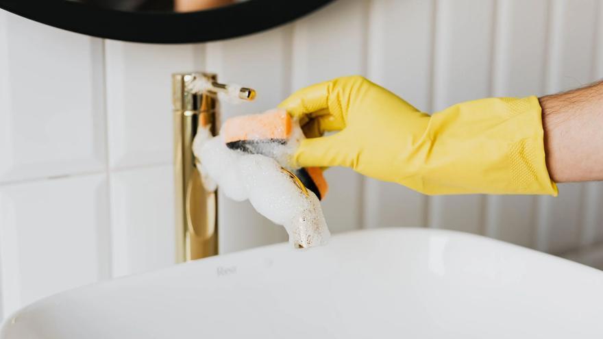 Trucos para limpiar el baño con vinagre y bicarbonato en menos de cinco minutos
