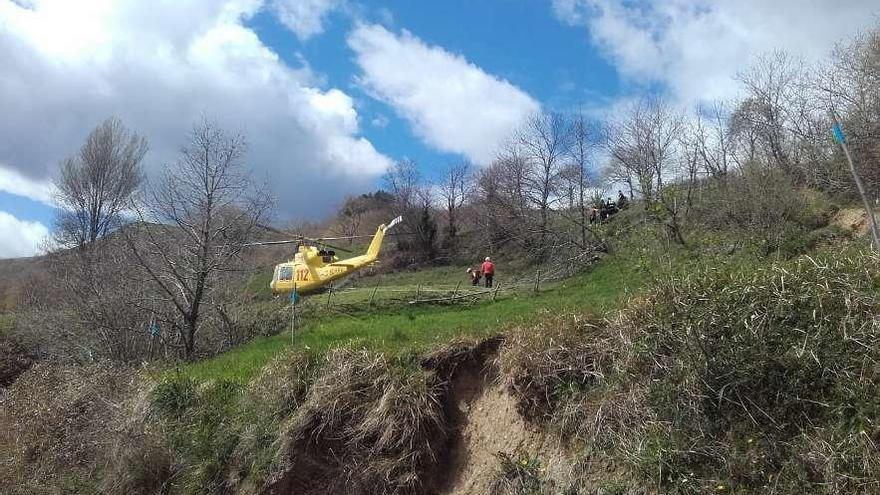 Muere una niña de 3 años en Cantabria al volcar el tractor en el que iba con su padre