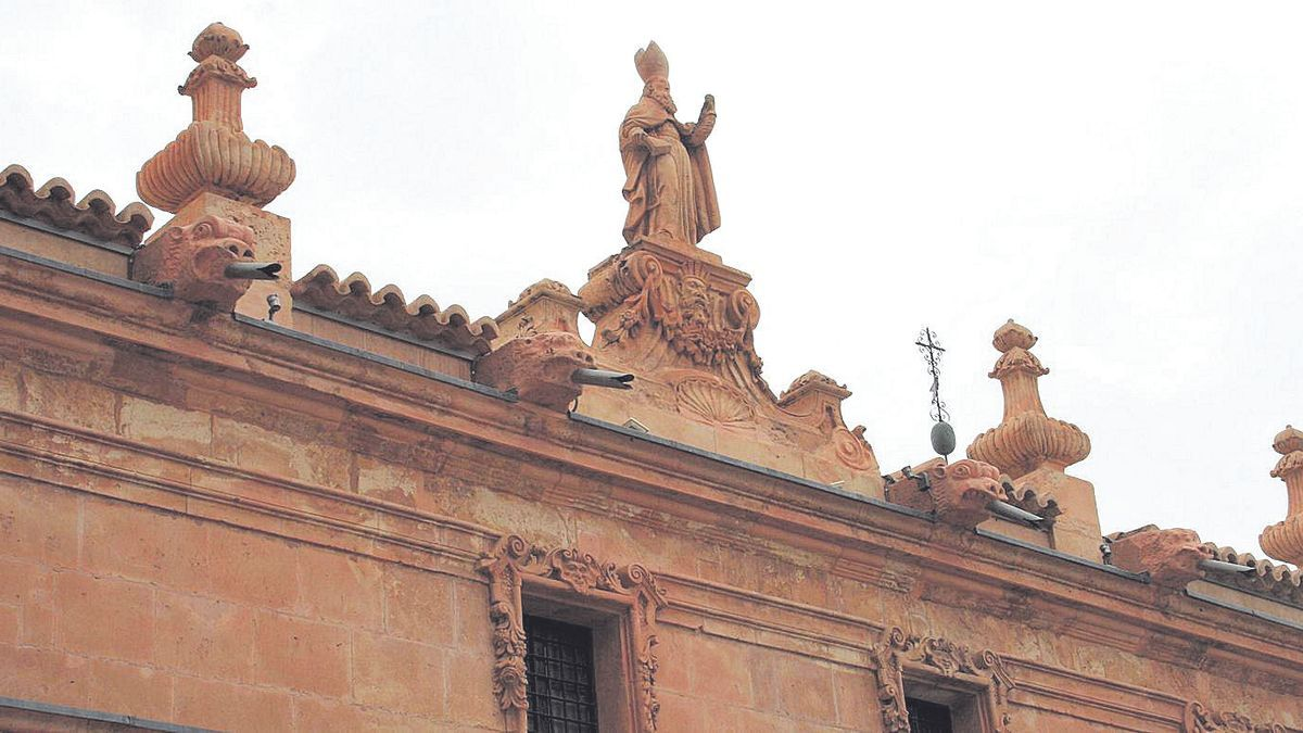 Gárgolas en piedra que junto a San Patricio son obra de Juan de Uzeta de 1747.