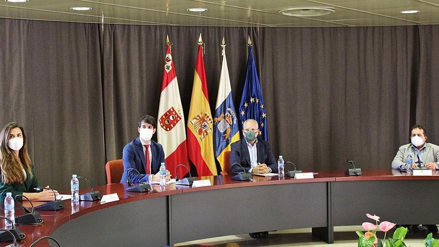 El Cabildo y la ZEC trabajan para  la reactivación económica insular