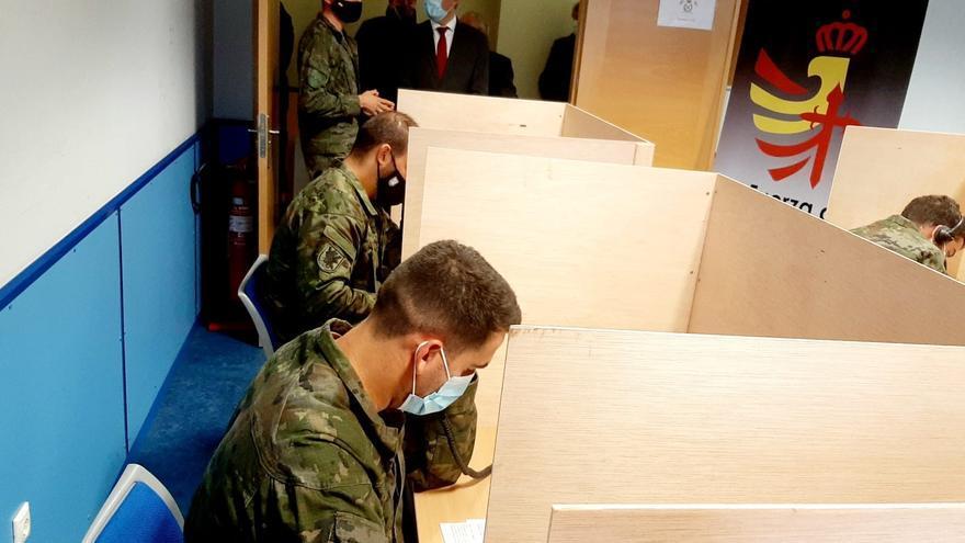 Efectivos militares de Valladolid realizando labores de rastreo entre contagiados por coronavirus