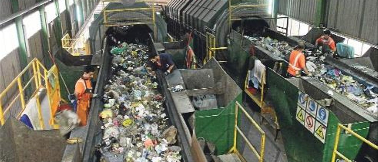 La crisis de la basura resurge por la falta de un vertedero para 44 municipios