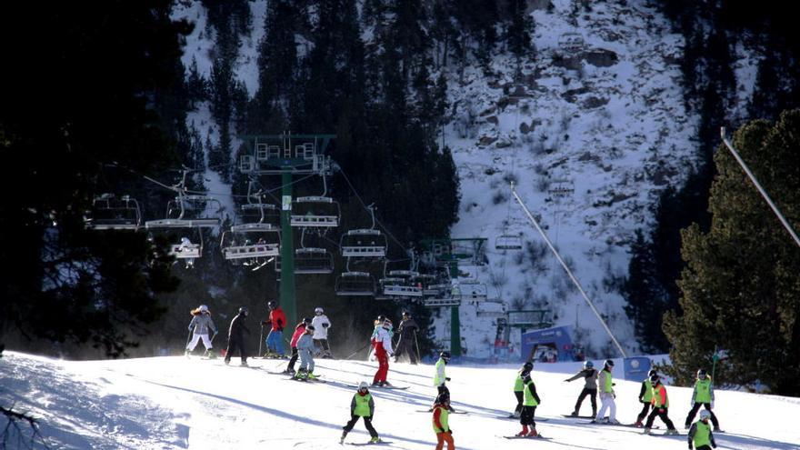 Mor un jove després de patir un accident mentre esquiava a l'estació de La Molina