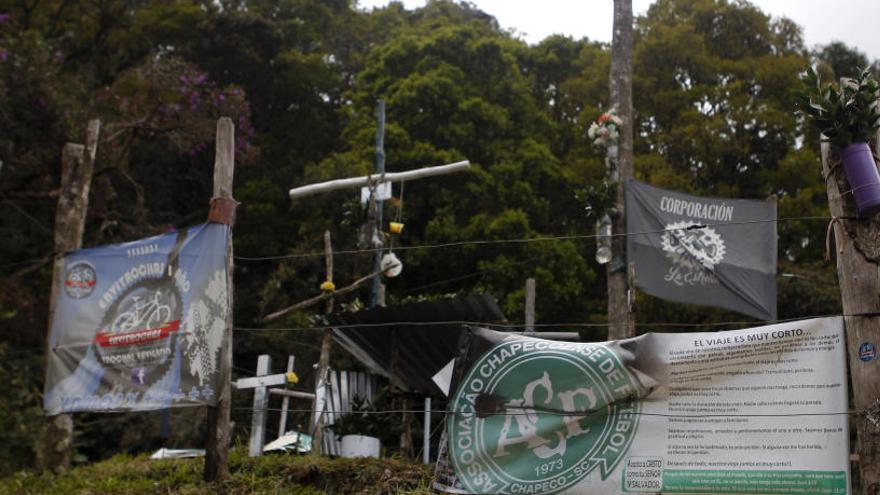 La tragedia del Chapecoense sigue viva en el punto donde cayó el avión