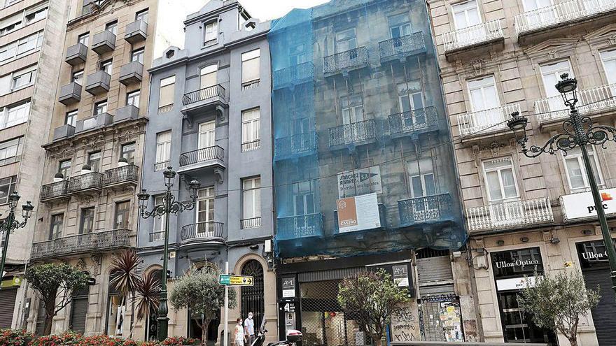 La mejora en un edificio de Urzáiz engrosa la ola de reformas en el Ensanche y su entorno