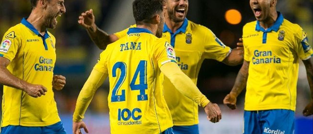 García, Artiles, Viera y Tana celebran el 1-1 ante el Madrid.