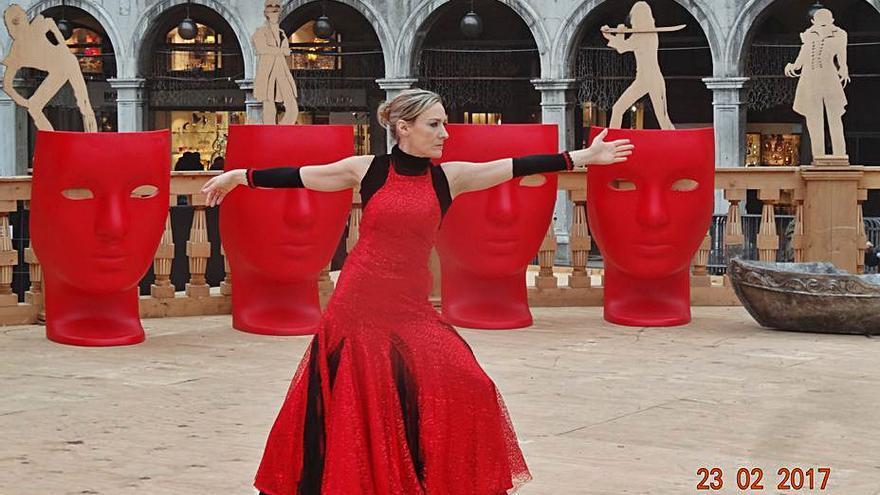 Laura Llauder imparte una 'máter class' de danzaterapia dirigida a todas las edades