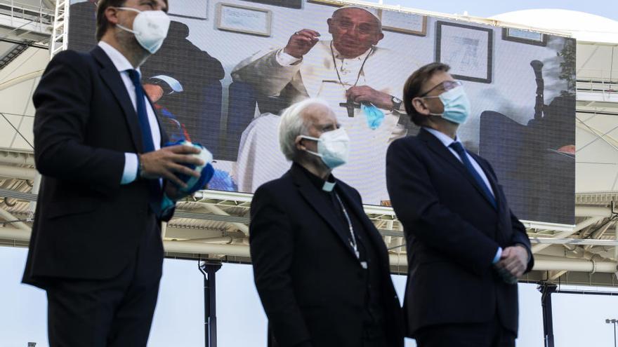 El Papa Francisco conecta en directo con el estadio del Levante
