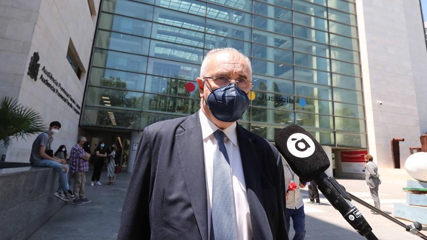 Tres colaboradores de Blasco se conforman con 1 años de cárcel pero el exconseller insiste en ir a juicio