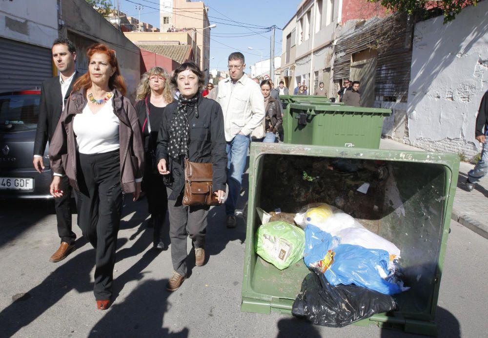 2010. Carmen Alborch, durante las protestas por el derribo de una vivienda.F. Bustamante