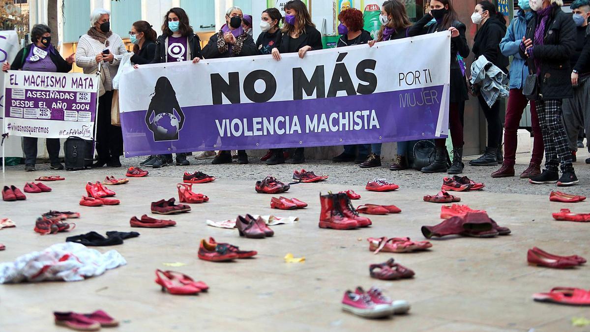 Participante en el acto de la plaza de los Pinazo.   F. CALABUIG