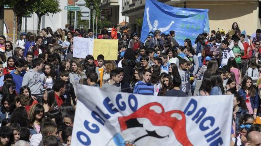 El Correlingua agasaja con un concierto a 1.800 estudiantes de A Estrada, Forcarei y Silleda