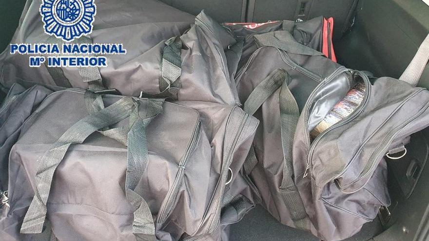 Incautan 155 kilos de hachís en un coche aparcado en un centro comercial de Marbella