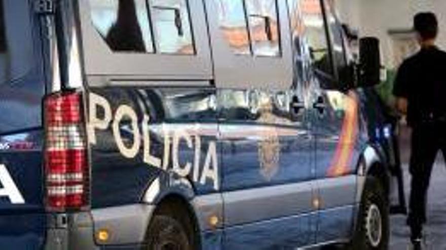 Detingut per entrar en una residència d'Estepona i abusar d'una dona gran