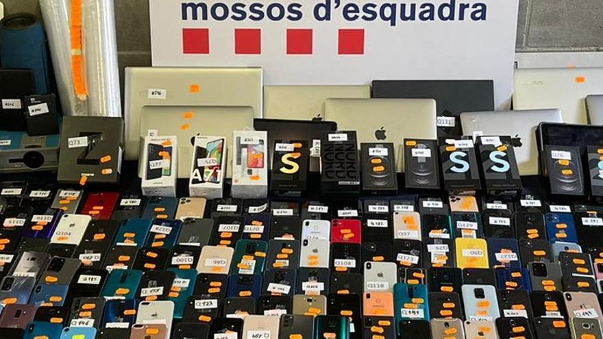 Una operació iniciada a Abrera permet desarticular una xarxa que exportava mòbils robats