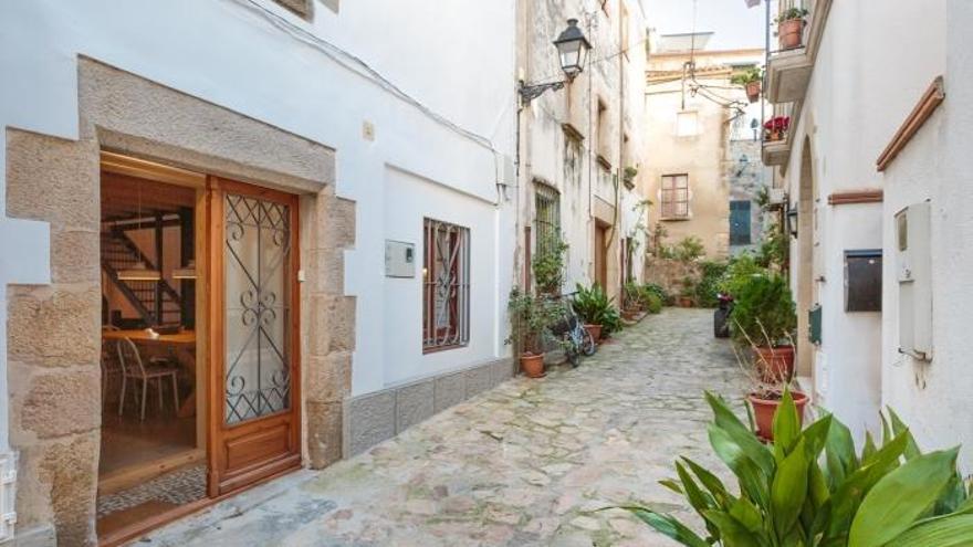 Tossa vol allargar sis mesos més la suspensió de noves llicències d'habitatges d'ús turístic