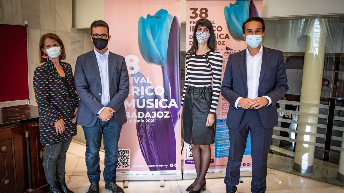 Paloma Morcillo, Javier González, Miriam García y Ricardo Cabezas, ayer en la presentación del Festival Ibérico de Música de Badajoz.