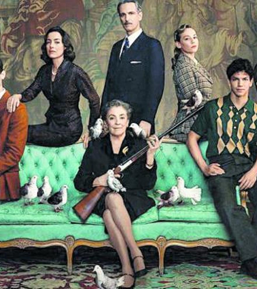 El elenco de la serie de Netflix.  l-emv