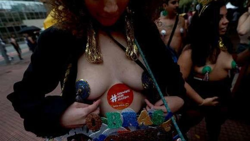 Ángeles contra el acoso en el Carnaval de Brasil