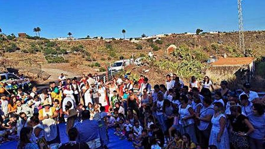 Los más pequeños de Agüimes se empapan de tradición con la celebración de la Subida del Millo