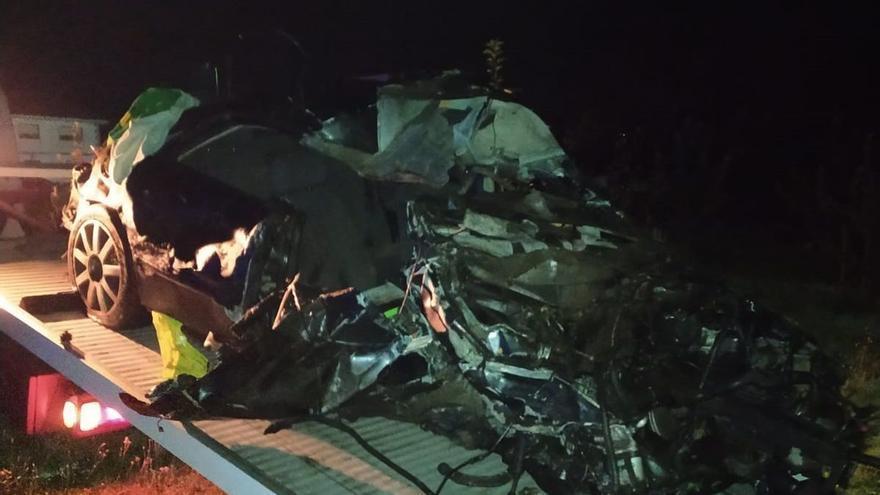 Dos fallecidos en accidente de tráfico esta madrugada en A Estrada y Melide