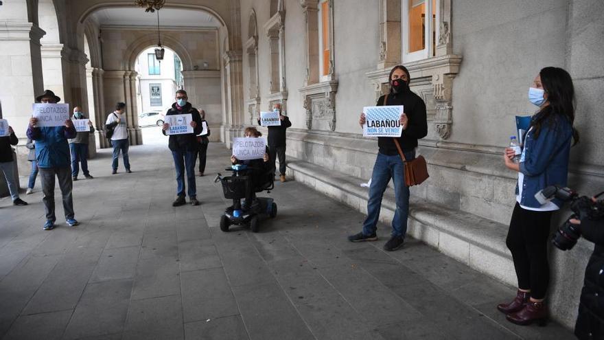 Vecinos de Labañou protestan en María Pita por As Percebeiras