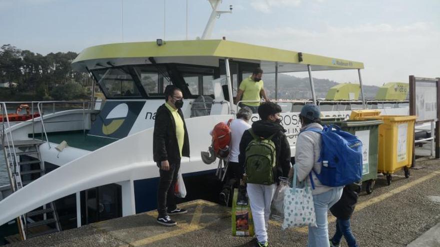 Masiva afluencia de gente para visitar las Illas Atlánticas desde Portonovo y Sanxenxo
