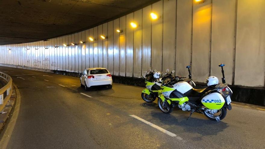 Atienden a tres jóvenes en un accidente de tráfico en el túnel de Ronda Norte