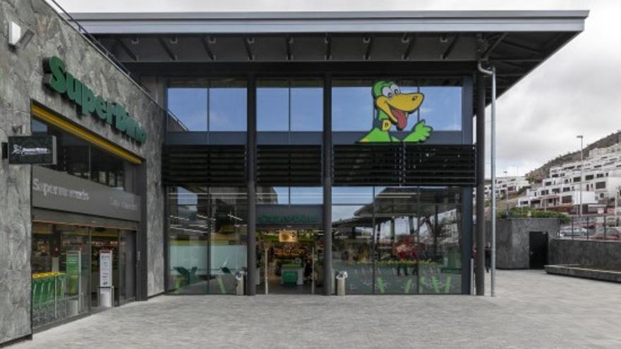 Hiperdino reabre el 100% de sus tiendas en las zonas turísticas