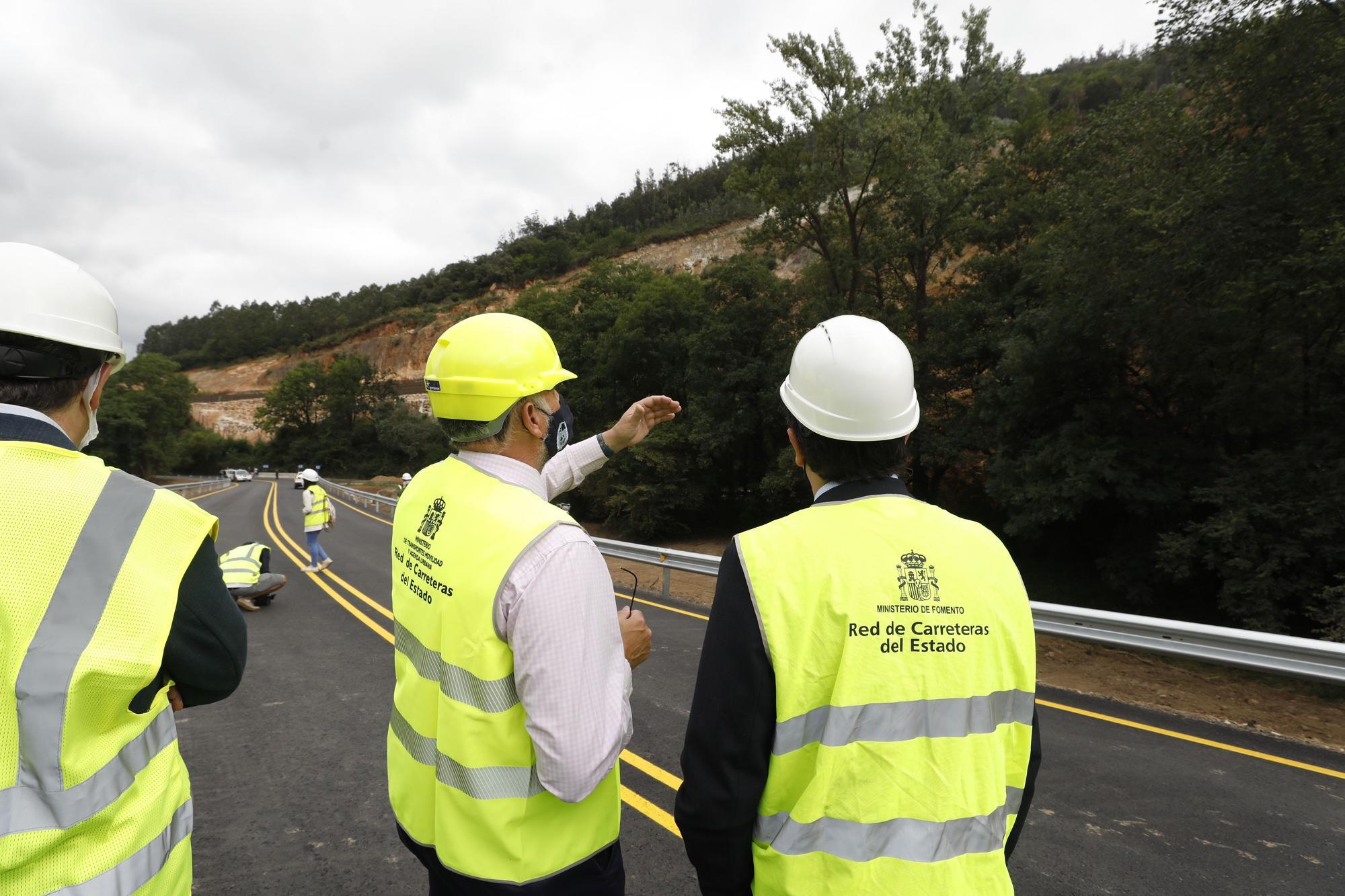 Inauguración del paso alternativo al argayón de Salas